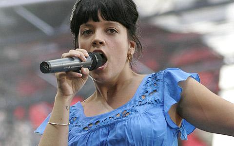 La cantante Lily allen, durante un concierto. (Foto: REUTERS)