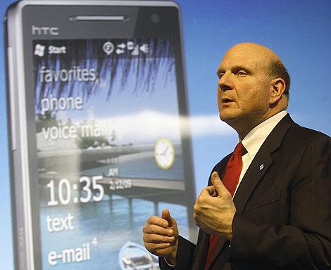 Steve Ballmer en la presentación en Barcelona del Windows Mobile 6.5. | AFP