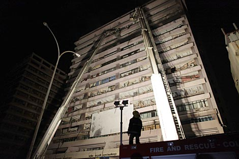 El edificio bombardeado por los tamiles. | Reuters