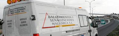 Uno de los vehículos de Basema trabajando. | Jordi Avellà