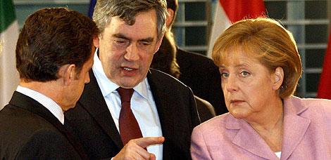 Sarkozy, Brown y Merkel conversan en Berlín. | Efe