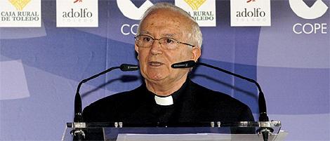 El cardenal y arzobispo de Toledo, Antonio Cañizares, durante su intervención en el foro. (Foto: EFE)