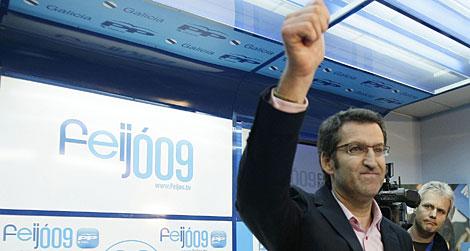 Feijóo celebra su victoria.   Reuters