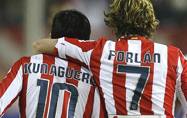 Agüero y Forlán, ayer en el Calderón. [GOLES 3D | ÁLBUM]