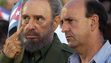 Lage, con Fidel Castro, en una imagen de 2006.   Efe