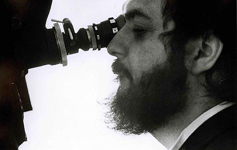 El cineasta Stanley Kubrick durante el rodaje de 'La Naranja Mecánica'. | Reuters