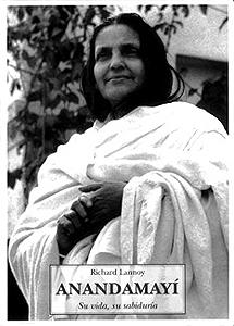 Resumen biográfico de Ma Anandamayí. | Foto: Asia Libros