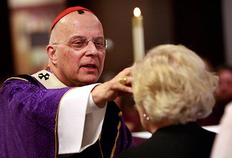 El arzobispo de Chicago, Francis George, durante una misa. | AFP