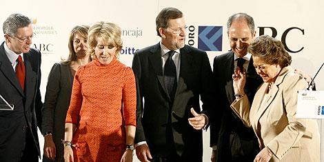 De izda. a dcha., Gallardón, Cospedal, Aguirre, Rajoy, Camps y Barberá. | A. Di Lolli