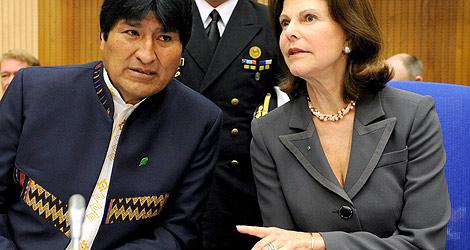 Evo Morales con la reina Silvia de Suecia. | Reuters