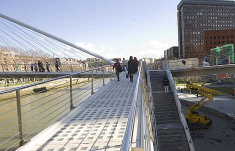Pasarela de Isozaki desde el puente de Calatrava. | Iñaki Andres