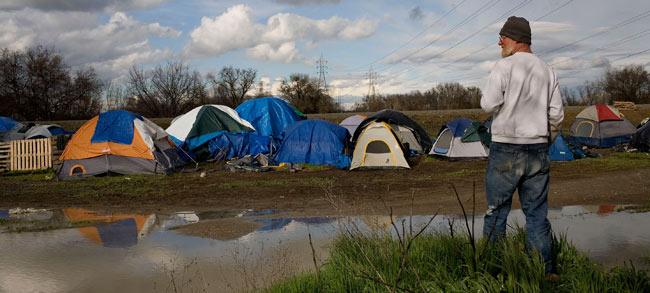 Campamento a las afueras de Sacramento (California).   Reuters