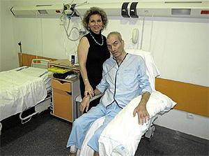 Jesús Neira, en el hospital junto a su esposa. (Foto: P. B.)