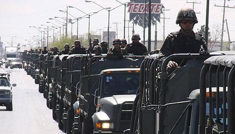 Un grupo de soldados mexicanos llega a Ciudad Juárez.   Reuters