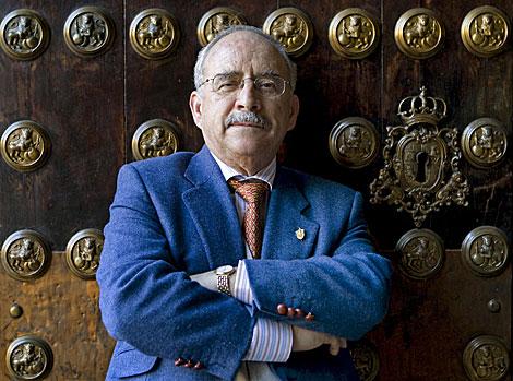 El profesor Manuel Romero Tallafigo, autor del libro. | Efe