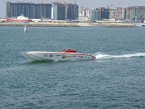 La embarcación con la que competía El Yeyo. | El Mundo