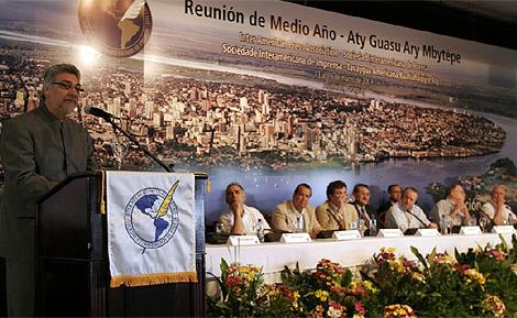 El presidente paraguayo, Fernando Lugo, durante la cumbre. (Foto: EFE)