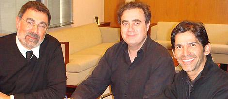 Toni Cruz, presidente de Endemol España, Jordi Bosch, consejero delegado de Endemol España y Marcos Santana, presidente de Telemundo Internacional. (Foto: Endemol)