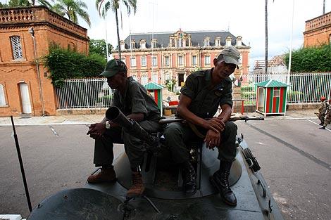 Soldados leales al líder opositor Andry Rajoelina toman el palacio presidencial en Antanarivo. | AFP