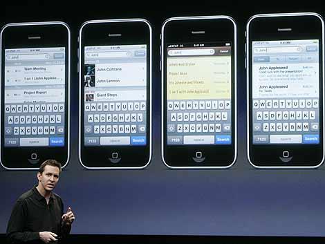 Scott Forstall durante la presentación de las novedades del iPhone. |Reuters