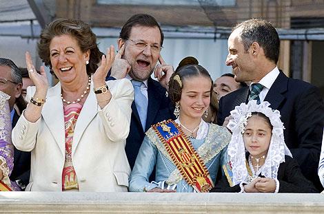 Barberá, Rajoy y Camps al término de la 'mascletà' fallera.   Efe