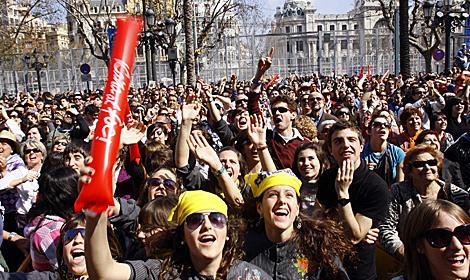 Cientos de personas en las Fallas de este año. | Vicente Bosch