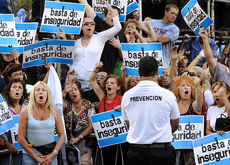Algunos de los manifestantes en la capital argentina. | Afp