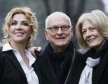Richardson (izda,), con James Ivory, y su madre, Vanessa Redgrave. | AP
