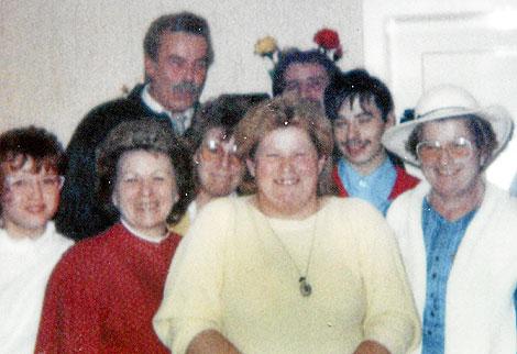 Fritzl, al fondo, en una imagen familiar de los 80. | Photocheck