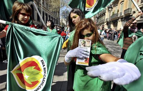 Activistas 'anticarne' en las Ramblas. | Efe