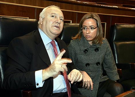 El ministro de Exteriores, junto a la de Defensa, en el Congreso.