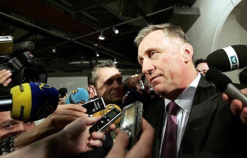 El primer ministro checo, Mirek Topolanek, tras presentar su dimisión en Praga. | Reuters