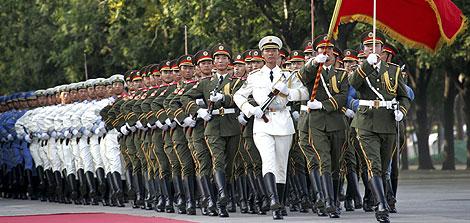 Militares chinos protagonizan un desfile en Pekín. | Reuters