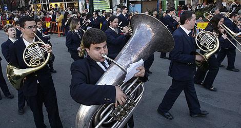 Una banda de música interpreta el pasodoble. | Benito Pajares