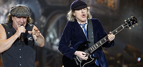 Brian Johnson (izda.) y Angus Young, durante un concierto hace dos semanas. | AFP