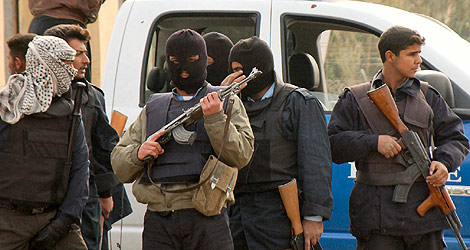 Hombres armados dedicados a perseguir a homosexuales. | LGTB