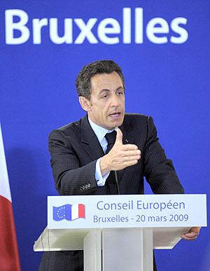 Nicolás Sárkozy durante la rueda de prensa que ofreció en la pasada cumbre de la UE. (Foto: EFE)