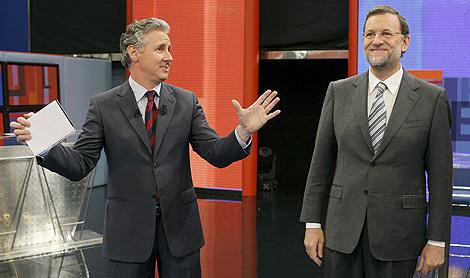 El líder 'popular', Mariano Rajoy y el presentador del programa, Lorenzo Milá.   Efe
