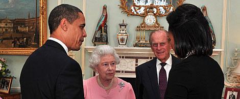 Barack y Michelle Obama, con Isabel II y el Duque de Edimburgo. | AP