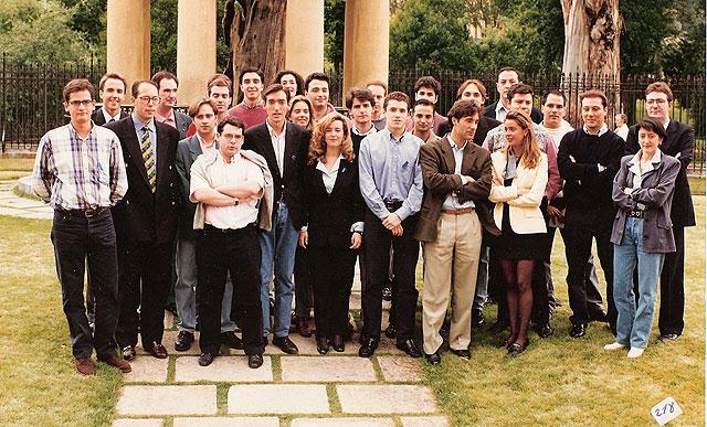 Las nuevas generaciones del PP vasco, con Miguel Angel Blanco, posaban en Gernika en 1996.