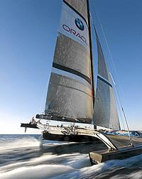 El Oracle entrena con su catamarán   Martin-Raget