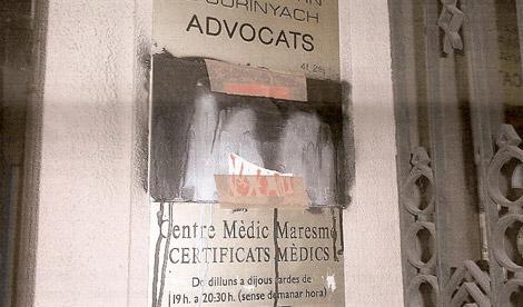 La placa de la sede, en Mataró.   Ciutadans