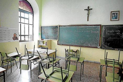 Un aula del Colegio Macías Picavea presidida por un crucifijo, en una imagen de archivo. | Montse Álvarez