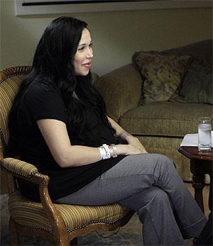 Nadya Suleman, durante su primera intervención en público tras dar a luz a los octillizos. (Foto: AP-NBC)