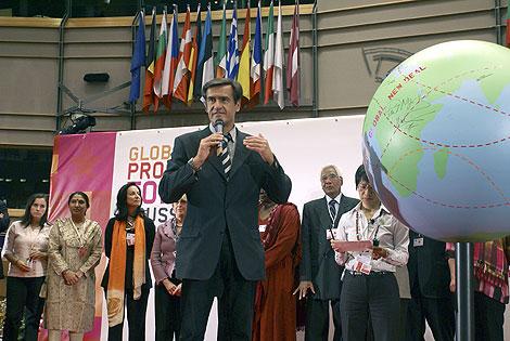 El candidato socialista, en un acto en Bruselas. | Efe