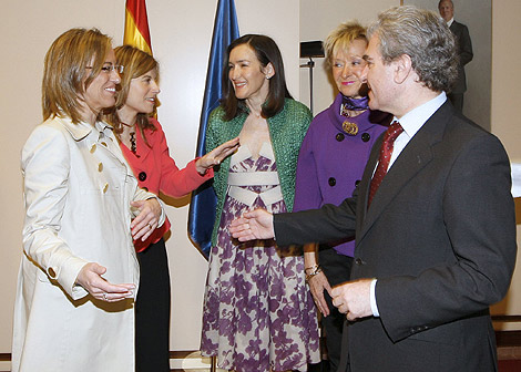 Gonzalez-Sinde, con su antecesor, Molina, y Chacón, Aído y De la Vega. | Efe