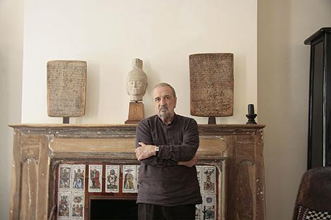 El escritor y guionista Jean Claude Carrière en su casa de París.   O. T.