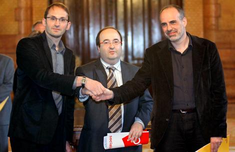 Herrera (ICV), Iceta (PSC) y Ridao (ERC), tras sellar la renovación del pacto.   Efe