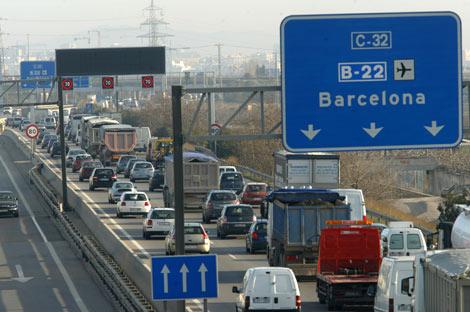 Vehículos en la entrada a Barcelona.   Antonio Moreno