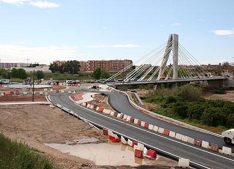 El primer puente construido con áridos reciclados del puente anterior | E.M.